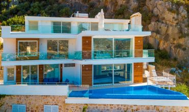 Modern Six Bedroom Detached Villa With A Stunning Sea View